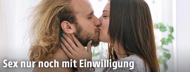 Ein küssendes Paar