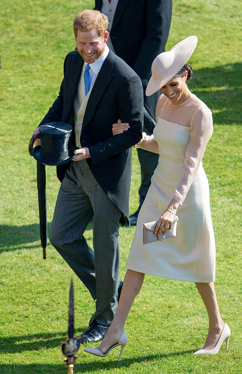 Prince Harry und seine Frau Meghan bei einer Gartenparty