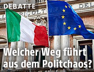 Fahnen von Italien und der EU