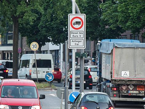 Fahrverbotsschild für Diesel-Fahrzeuge bis Euro5 in Hamburg