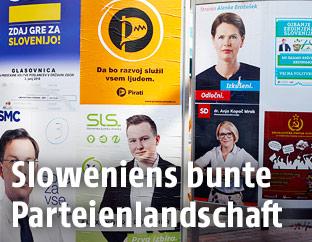 Plakate der verschiedenen Parteien