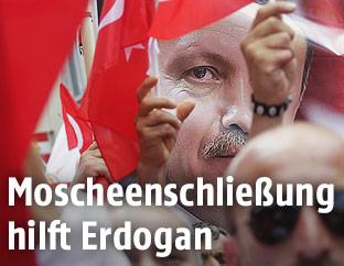Erdogan-Plakat bei Demo