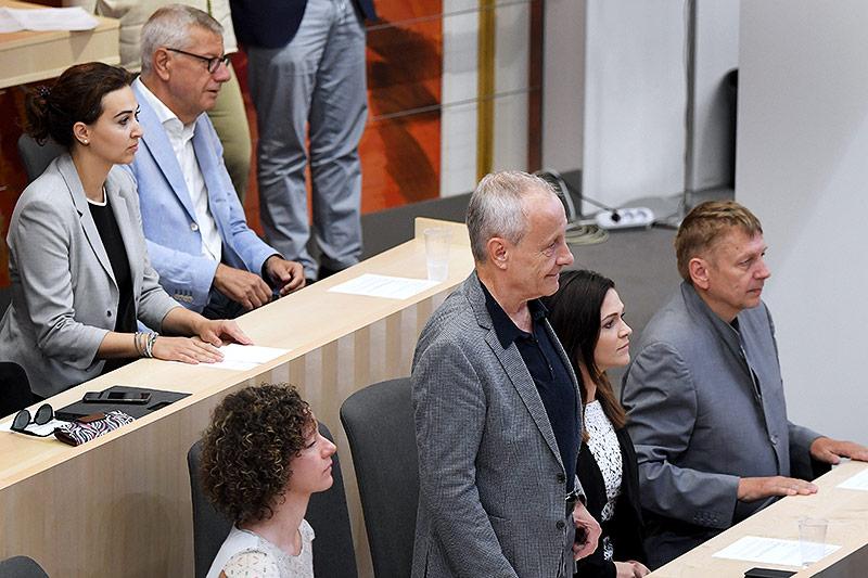 Der Abgeordnete Peter Pilz bei seiner Angelobung im Rahmen einer Sondersitzung des Nationalrates