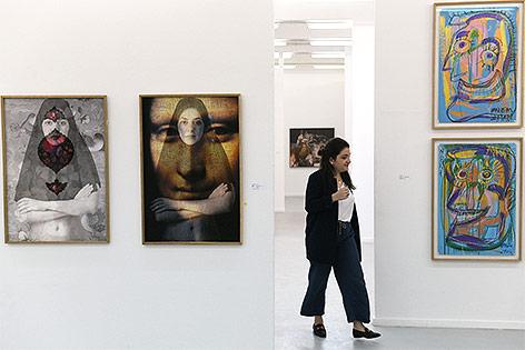 Frau auf der Art Basel 2018