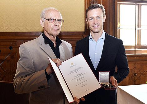 Peter Fabjan, Thomas Bernhards Halbbruder und Nachlassverwalter gemeinsam mit Bundesminister für Kunst und Kultur Gernot Blümel