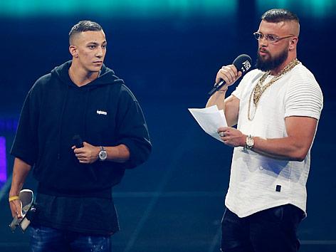 Die deutschen Rapper Kollegah & Farid Bang bei einem Auftritt in Berlin