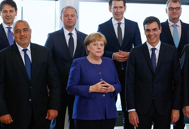 Staatsoberhäupter rund um Bundeskanzlerin Angela Merkel