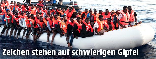 Flüchtlinge in Schlauchboot