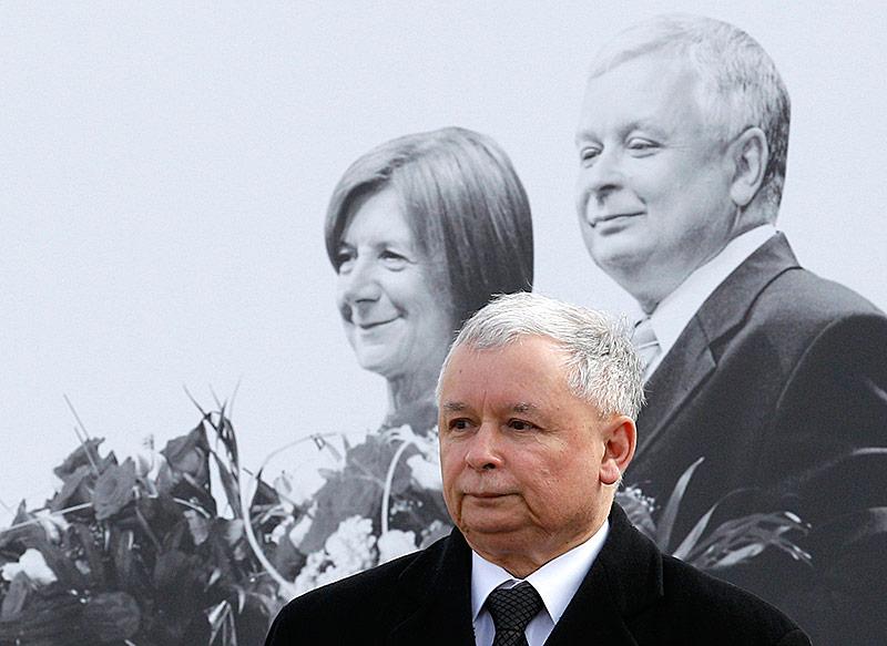 Jaroslaw Kaczynski gedenkt im Jahr 2010 der Verstorbenen