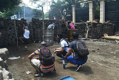 Vermummte Demonstranten in Nicaragua