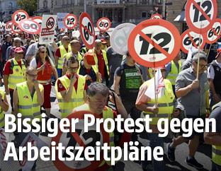Demonstration des ÖGB gegen 12-Stunden-Arbeitstag