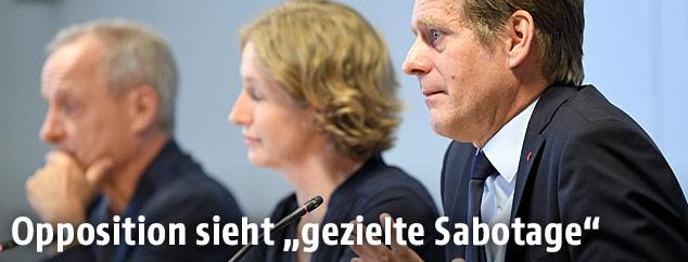 Peter Pilz (Liste Pilz), Stephanie Krisper (NEOS) und Kai Jan Krainer (SPÖ) im Rahmen einer Pressekonferenz zu BVT-Aktenlieferungen