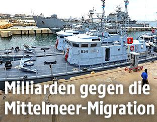 Schiffe der libyschen Küstenwache im Hafen
