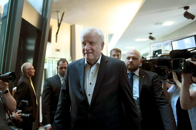 Horst Seehofer bei seiner Ankunft zur CSU-Parteisitzung