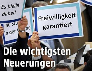 """Schild mit der Aufschrift """"Freiwilligkeit garantiert"""""""