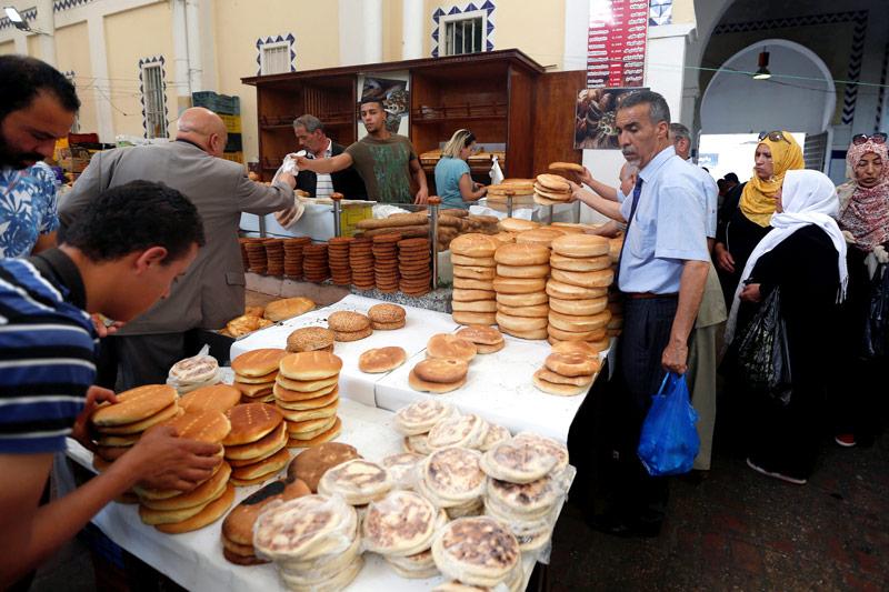 Brot auf einem Markt in Tunis