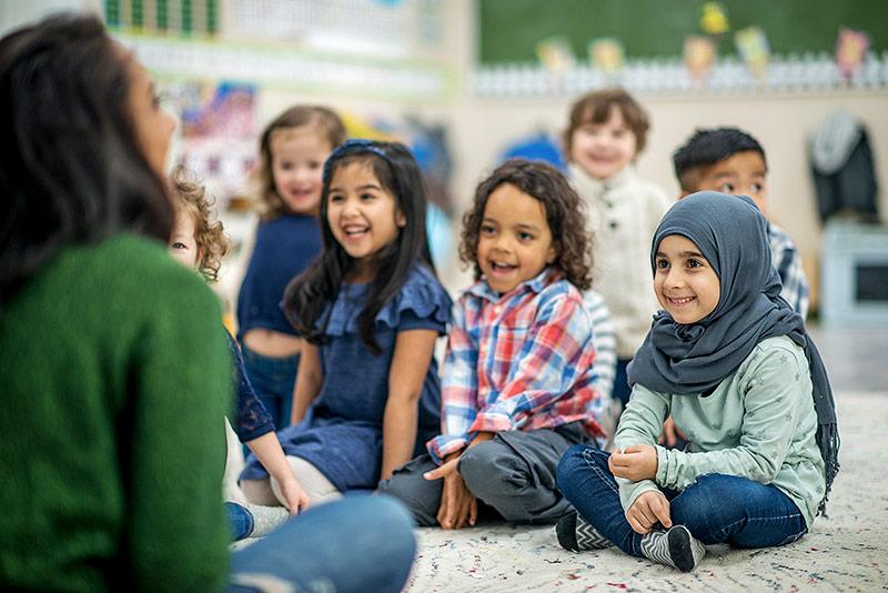 Kindergartenkind mit Kopftuch