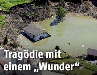 Übersicht der Unglücksstelle des eingestürzten Bergwerkstollen in Lassing