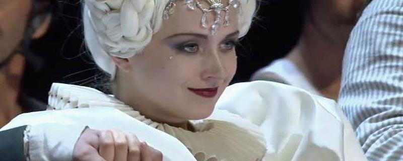 Bild der Sängerin Emma Posman bei der Aufführung der Zauberflöte am Samstag