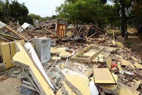 Zerstörtes Haus in Lombok