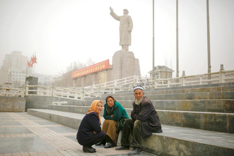 Passanten in Xinjiang, China