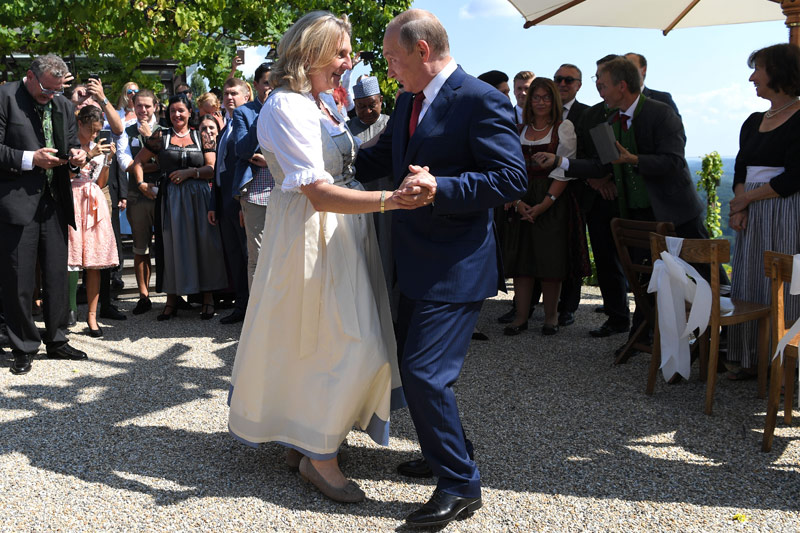 И вновь Путин в Австрии Kneissl_hochzeit_putin_body05_a.4835490