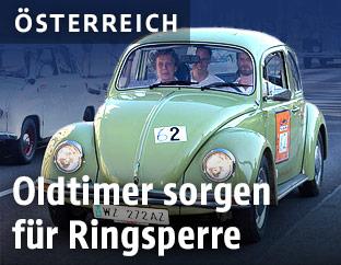 Alter VW Käfer auf der Ringstraße