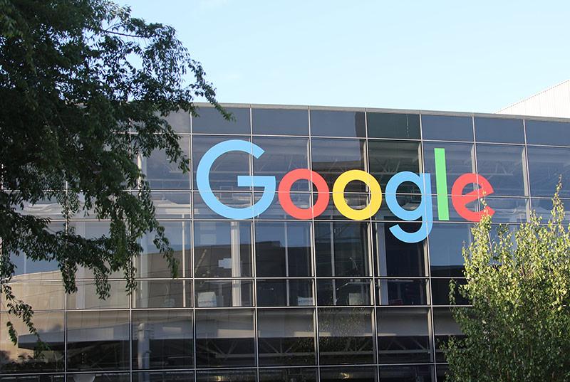 Schriftzug auf dem Google-Hauptquartier