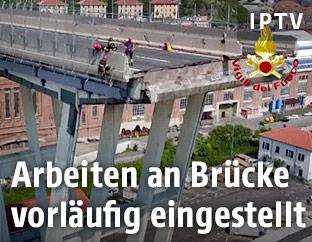 Luftaufnahme der eingestürzten Brücke