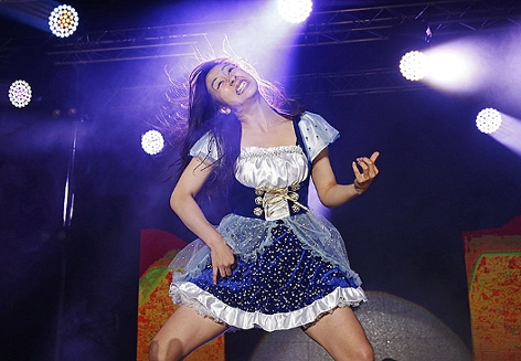 "Nanami ""Seven Seas"" Nagura aus Japan ist die neue Luftgitarrenweltmeisterin"