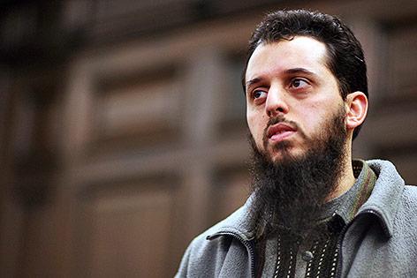 Der wegen Beihilfe zu den Terroranschlägen vom 11. September 2001 zu 15 Jahren Haft verurteilte Marokkaner Mounir el Motassadeq (archivbild aus dem Jahr 2007)
