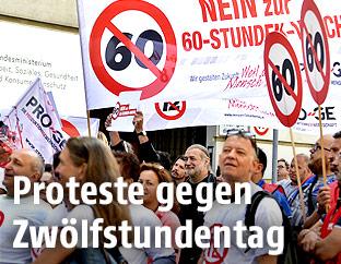 Proteste gegen Zwölfstundentag