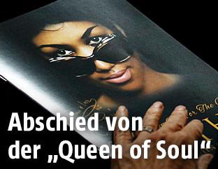 Cover des Programmheftes von der Abschiedsfeier von Aretha Franklin